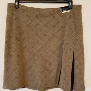 Flirty brown/beige plaid skirt.